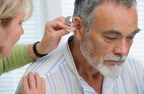 выбрать слуховой аппарат для пожилого человека