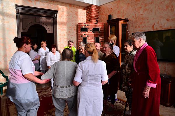 Празднование Пасхи в пансионатах для пожилых людей
