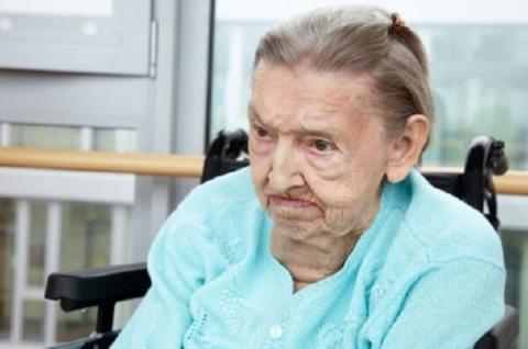 Пожилые люди с деменцией и уход за ними