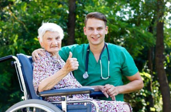 Занятость пожилых людей в пансионате