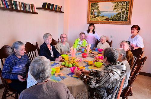 Постояльцы пансионата «Счастливая старость»
